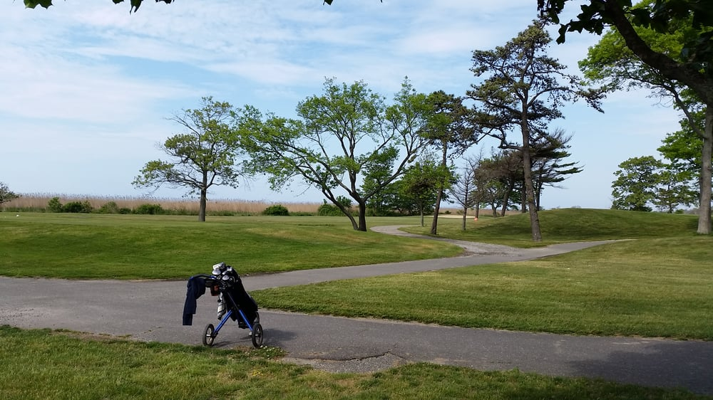 West Sayville Golf Course: Montauk Hwy, West Sayville, NY