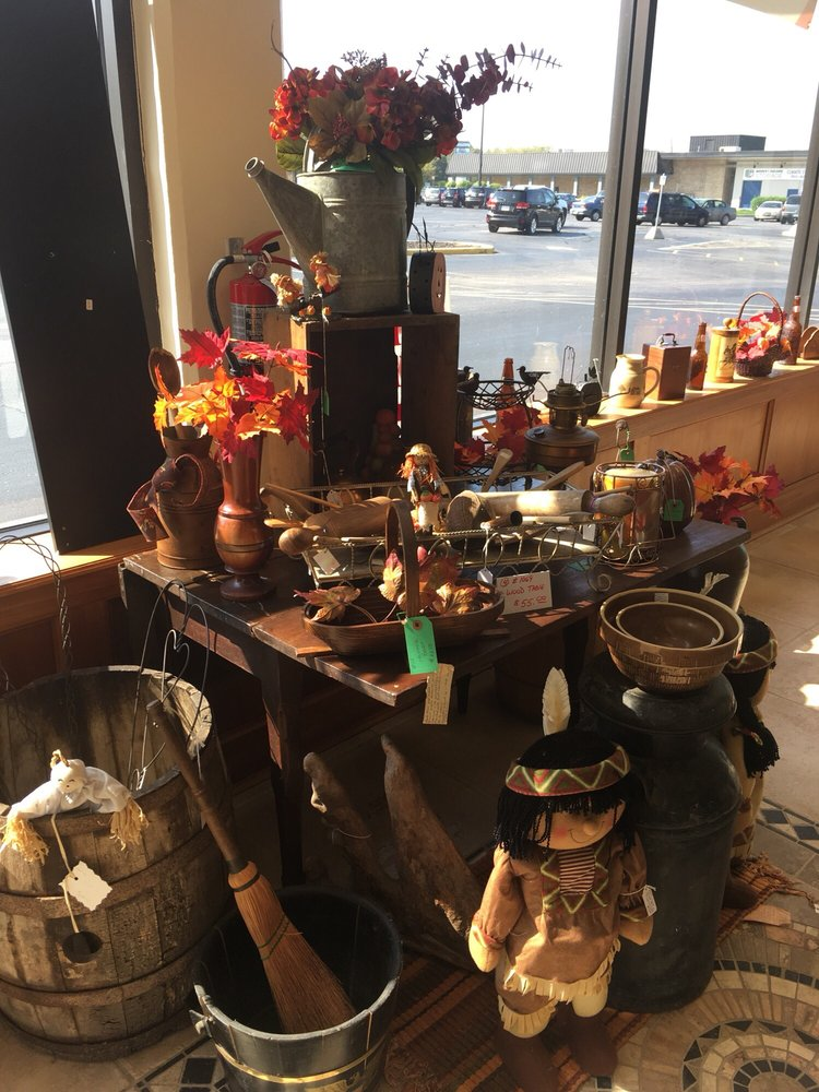 HIDE-n-SEEK Antiques & Collectibles: 2200 Elmwood Ave, Lafayette, IN