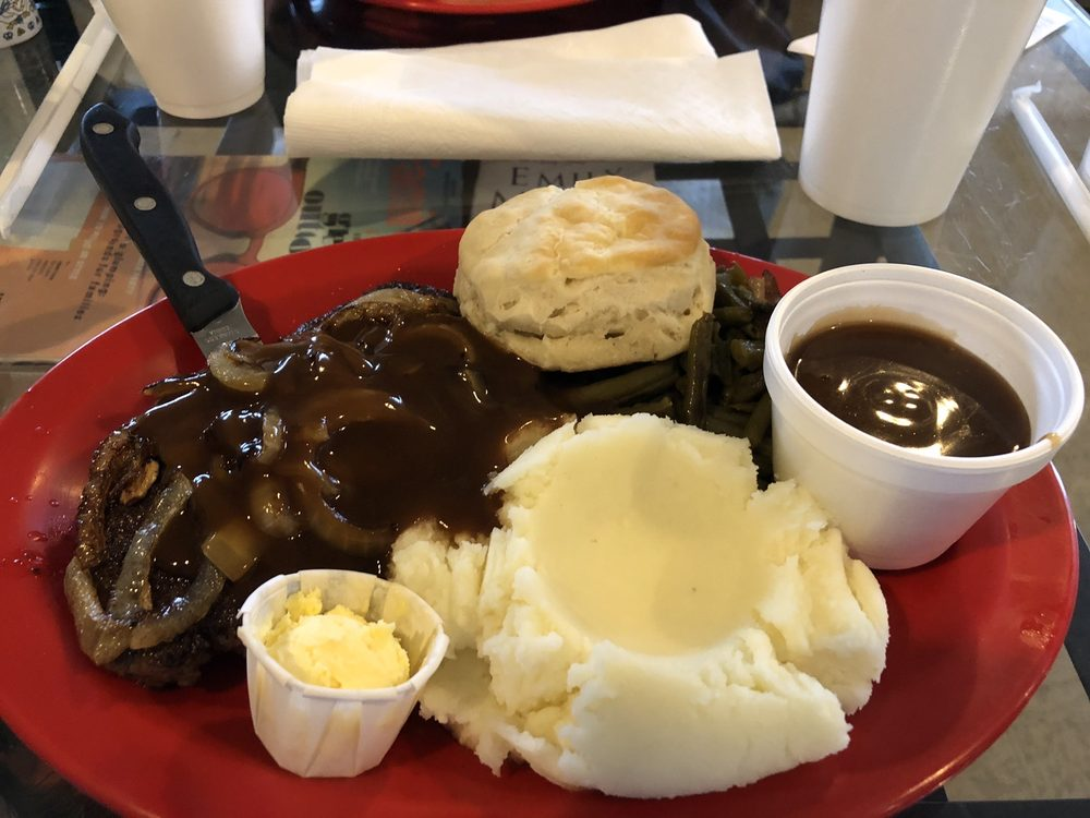 Momma's Dixie Kitchen: 27670 SE Hwy 19, Old Town, FL
