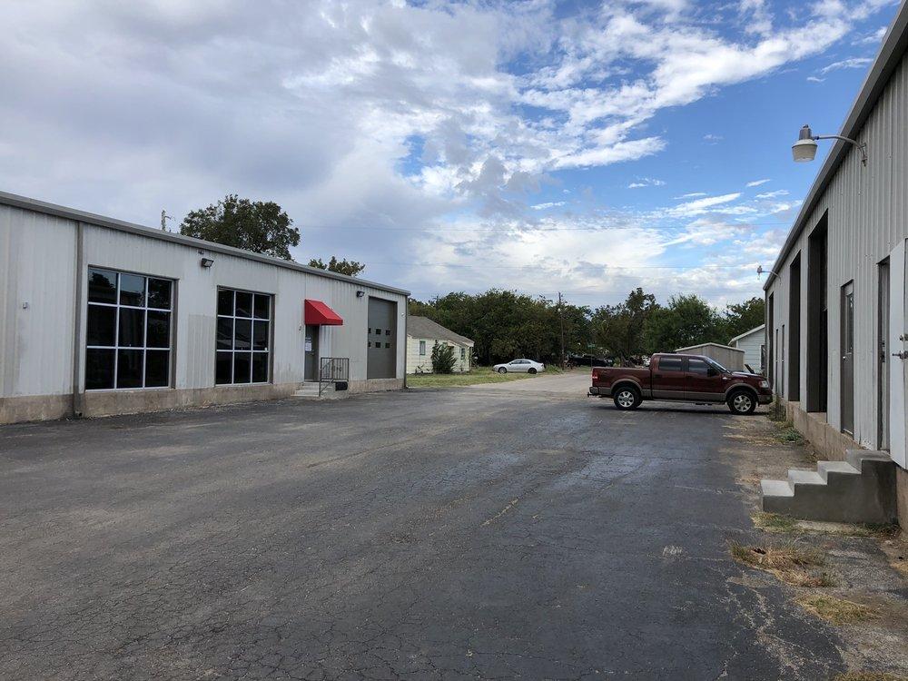 Menke's Carpet Warehouse: 1497 Peach St, Abilene, TX