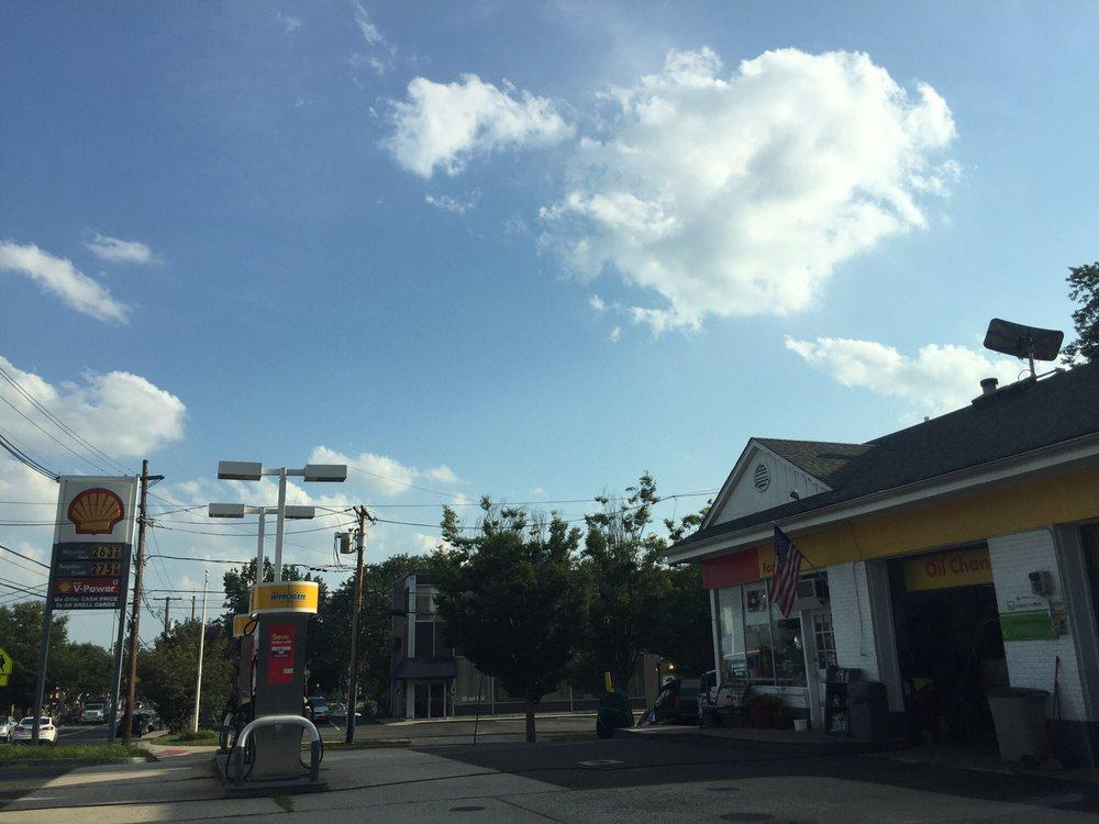 Shell: 145 Broadway, Hillsdale, NJ