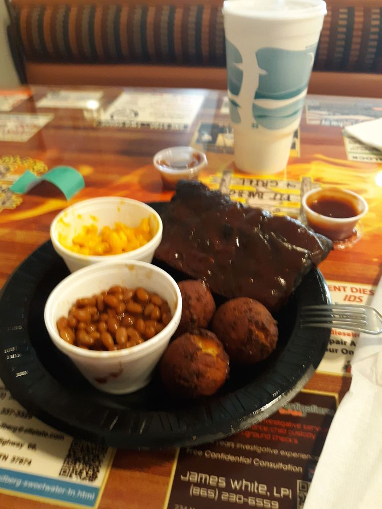 Bradley's Pit Barbecue & Grill: 517 New Hwy 68, Sweetwater, TN