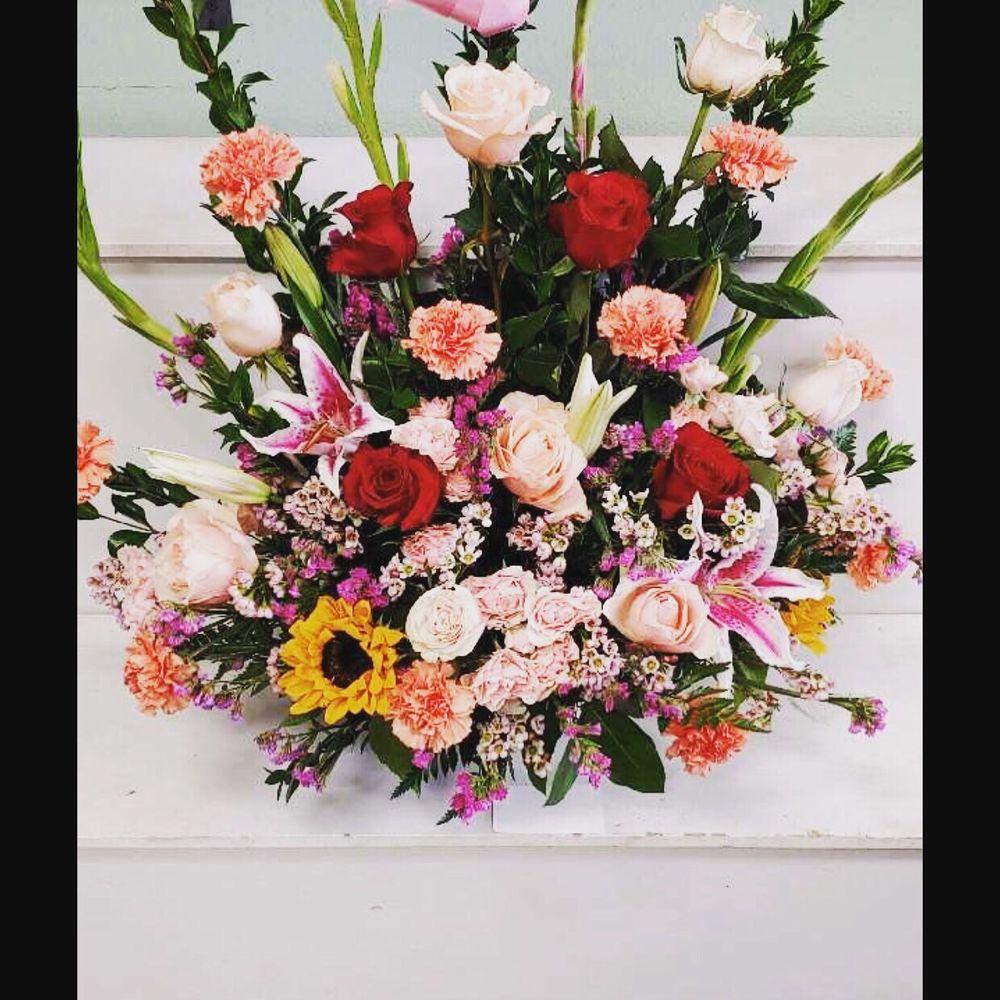 Judy's Flowers: 8714 E Ave T, Littlerock, CA