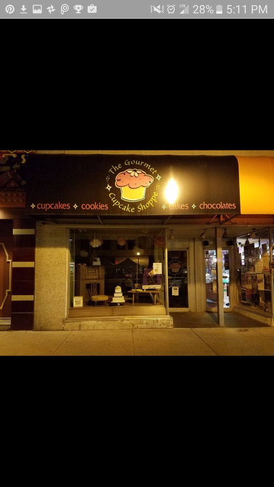 Gourmet cupcake shoppe: 915 Washington Ave, Bay City, MI