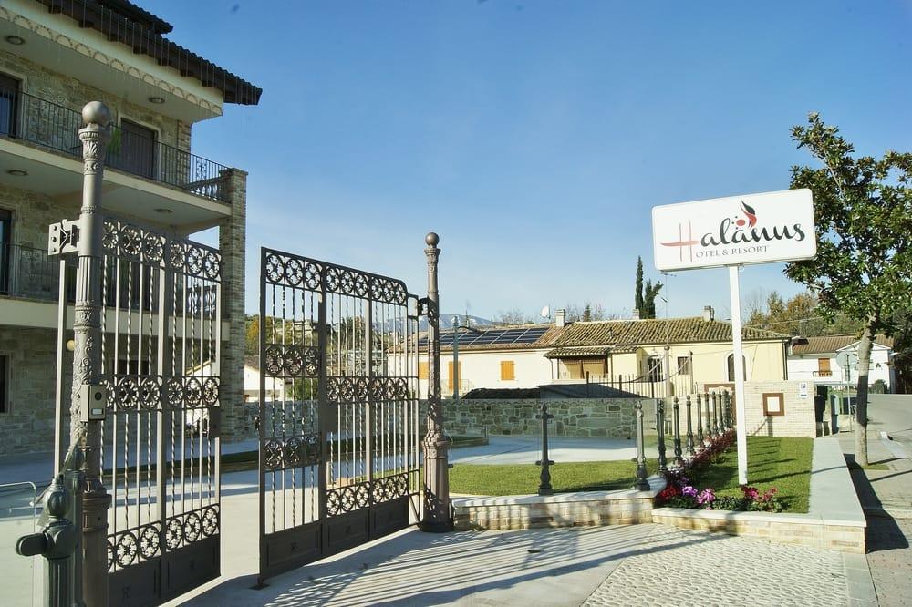 Halanus hotel and resort hotel via paolo borsellino 16 for Hotel numero 3