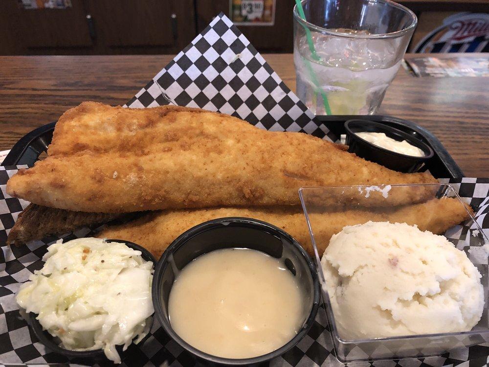 Lakeside Bar Grill & Lodging: N11120 Newton Lake Rd, Athelstane, WI