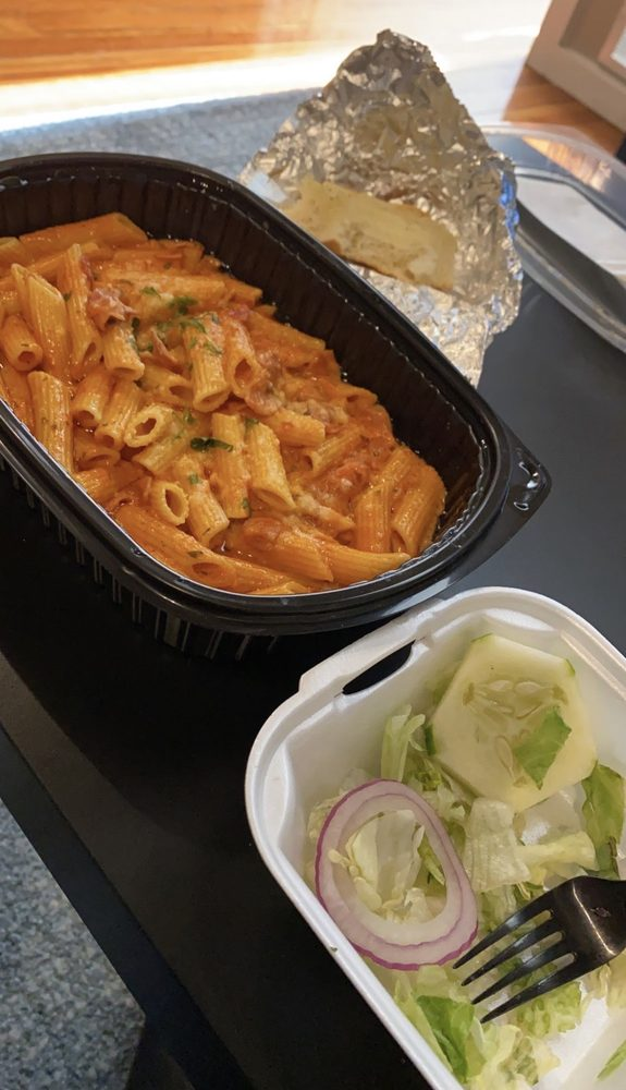 La Tavola Italian Restaurant & Pizza: 316 N 4th St, Burlington, IA