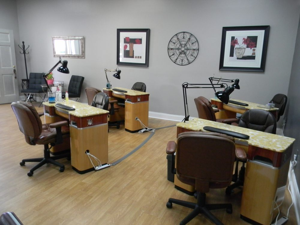 Tootsies'  Natural Nail Shoppe: 4516 Fountain Dr, Wilmington, NC