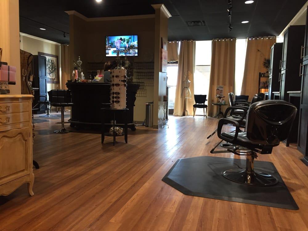 Bravo's Hair Gallery & Color Bar: 200 Stonebridge Blvd, Jackson, TN