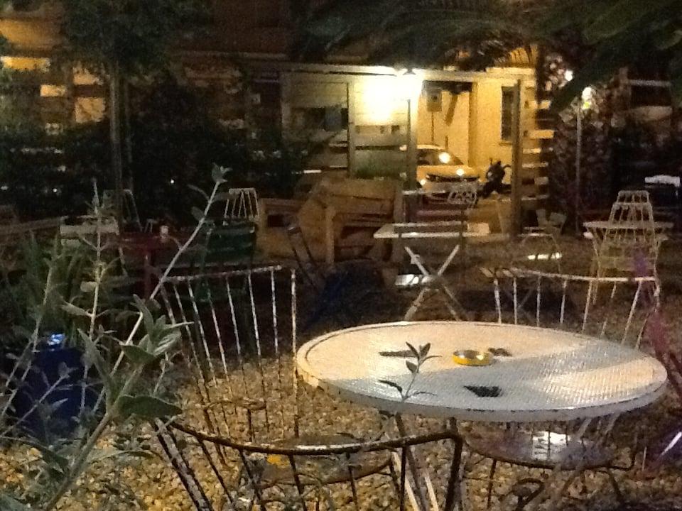 Le jardin french carrer de bordeus 31 les corts for Barcelona jardin