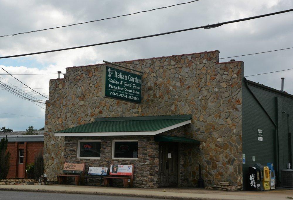 Italian Garden: 105 N Main St, Boiling Springs, NC