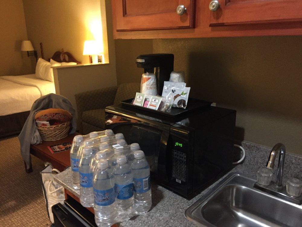 Quality Suites: 2817 Highway 14, New Iberia, LA