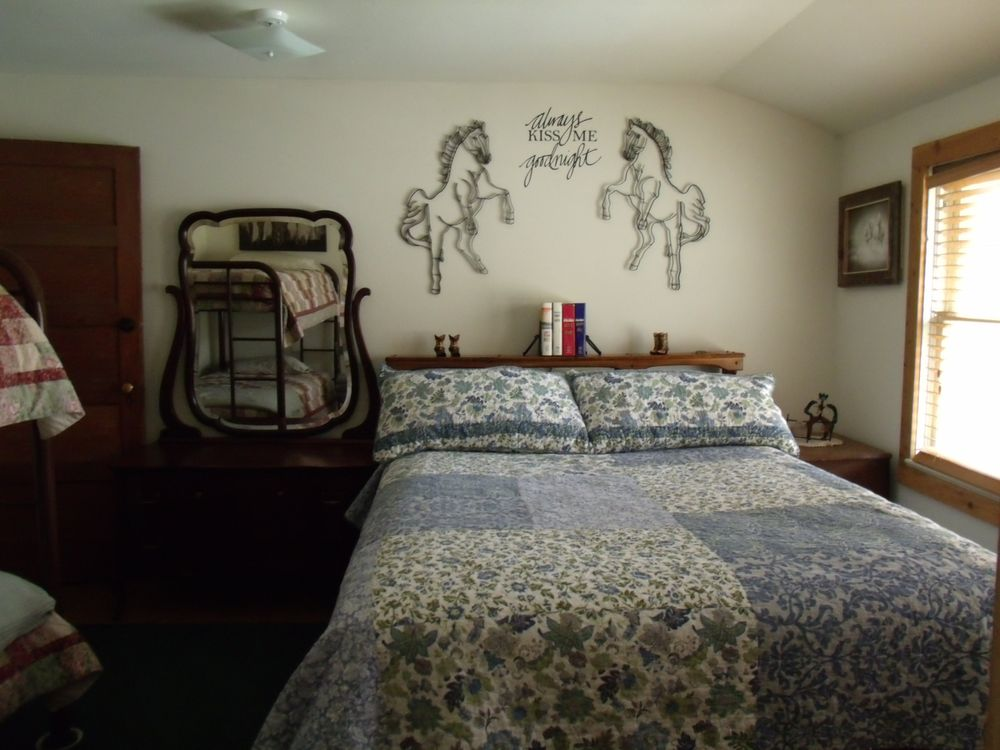 Service Creek Resort: 38686 Hwy 19, Fossil, OR