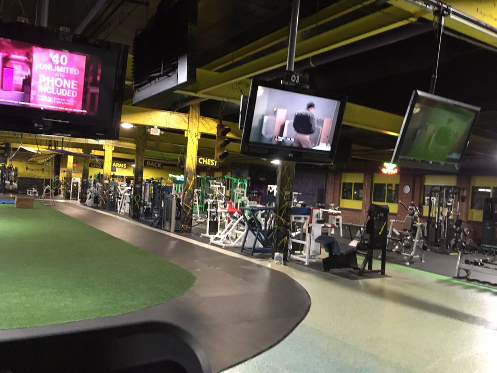 Everybodies Gym: 357 Washington St, Chardon, OH