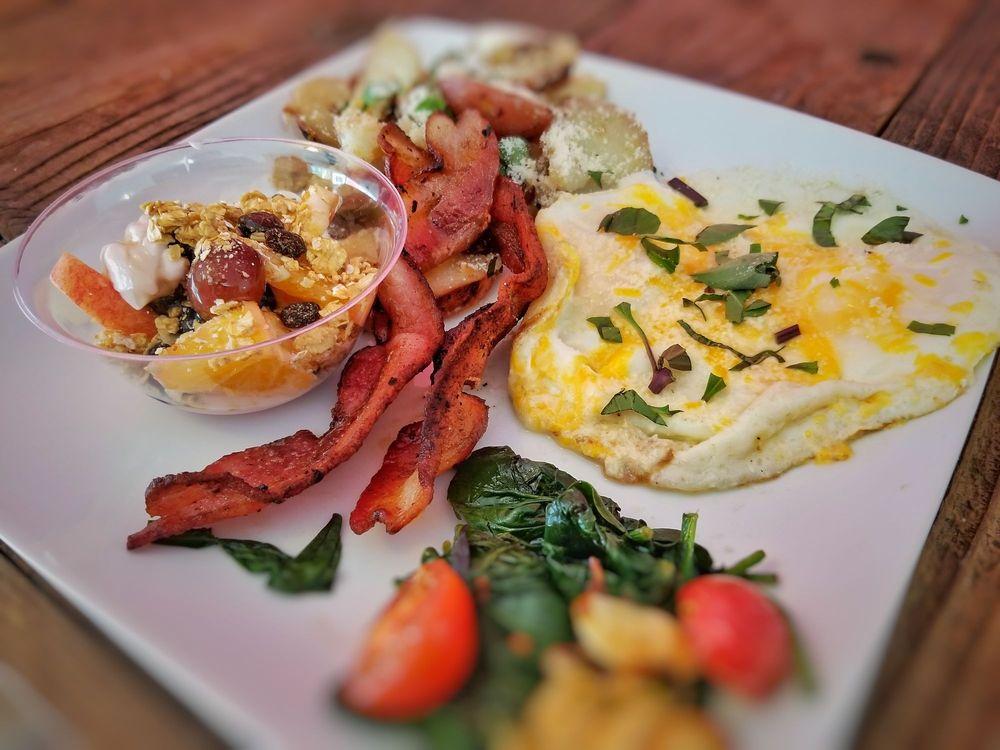 Besitos Fine Cuisine: 216 W Yosemite Ave, Manteca, CA