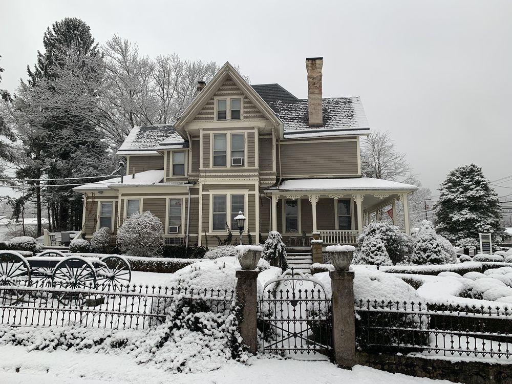 The Historic Morris Harvey House Bed & Breakfast: 201 W Maple Ave, Fayetteville, WV