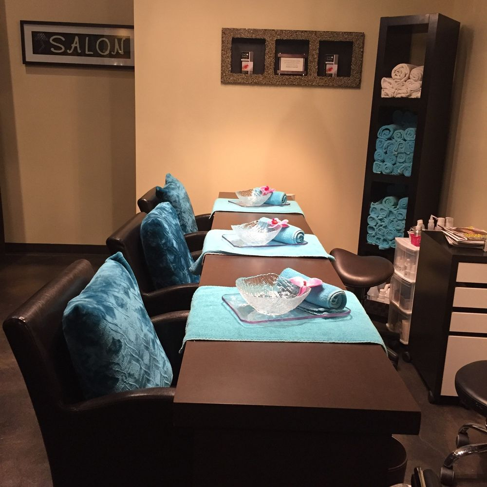 enjoy a manicure with your friends group manicures