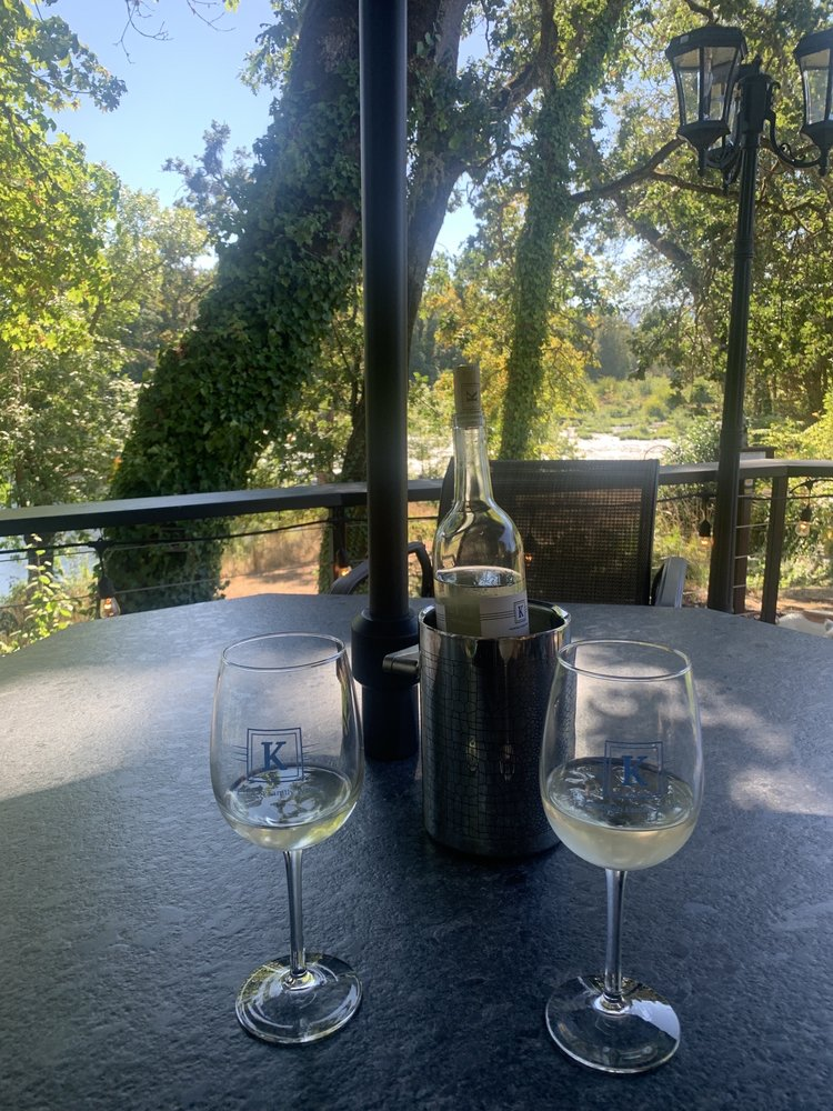 Knostman Family Winery: 213 Independence Ln, Roseburg, OR