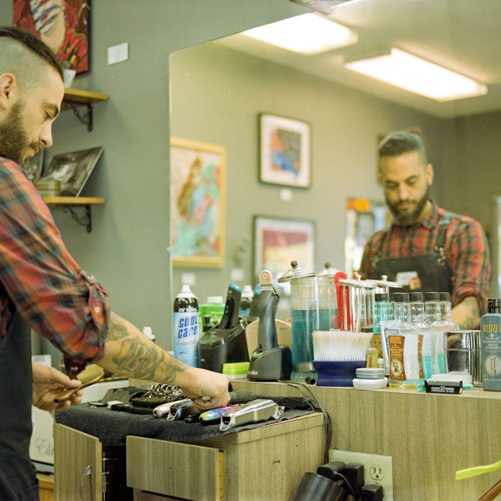 Brenton's Barber Shop: 312 N Signal St, Ojai, CA