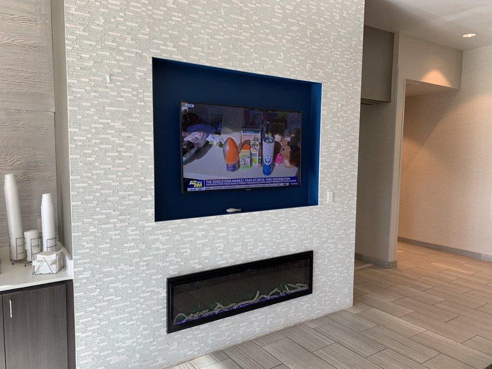 La Quinta Inn & Suites: 2705 Navajo Blvd, Holbrook, AZ