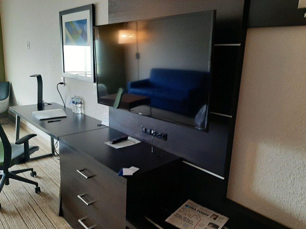 Holiday Inn Express & Suites Kirksville - University Area: 2523 S Franklin St, Kirksville, MO
