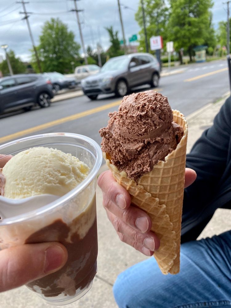 Queen City Creamery & Deli: 108 W Harrison St, Cumberland, MD