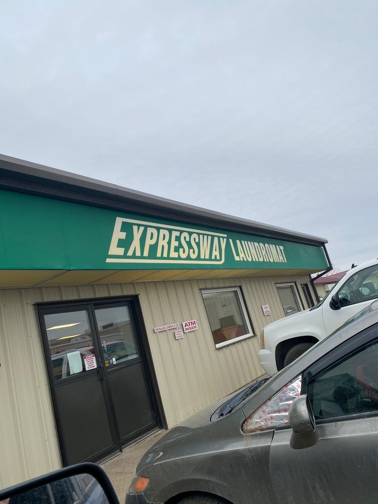 Expressway Laundromat & Car Wash: 717 27th St SE, Minot, ND
