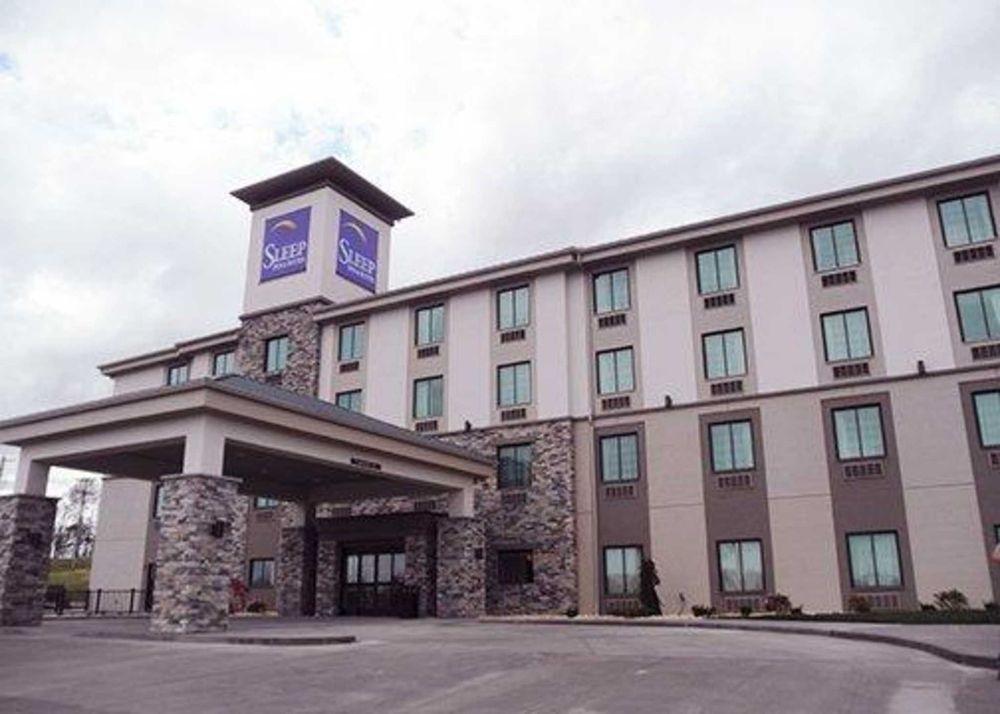 Sleep Inn & Suites Belmont / St. Clairsville: 41371 Reco Rd, Belmont, OH
