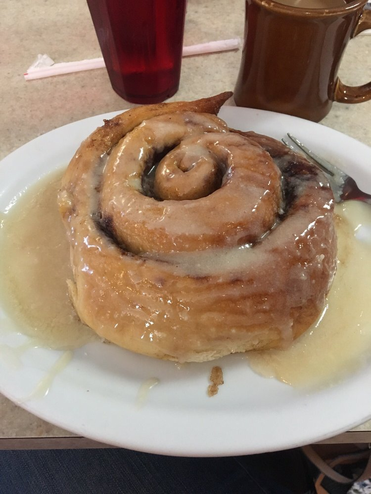 B's Country Cafe: 629 S Stephenson Ave, Iron Mountain, MI