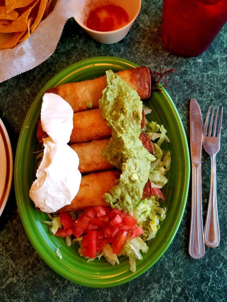 La Fiesta Mexican Restaurant: 1118 Hwy 19 N, Thomaston, GA
