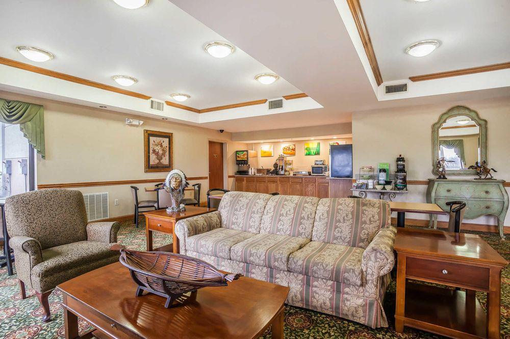 Rodeway Inn: 3296 S Muskogee Ave, Tahlequah, OK
