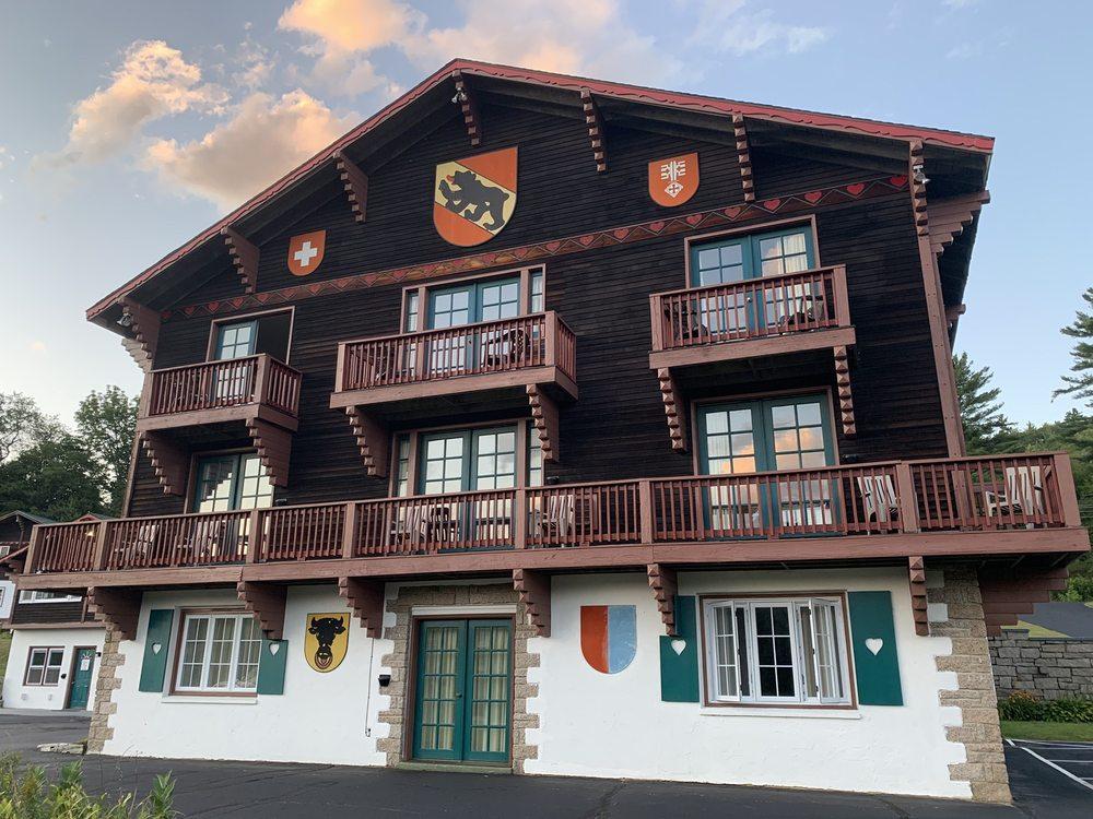 Swiss Chalets Village Inn: 457 Rt 16A, Intervale, NH
