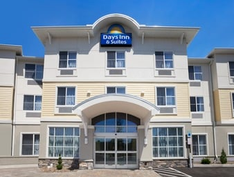 Days Inn & Suites by Wyndham Altoona: 458 Sabbath Rest Road, Altoona, PA