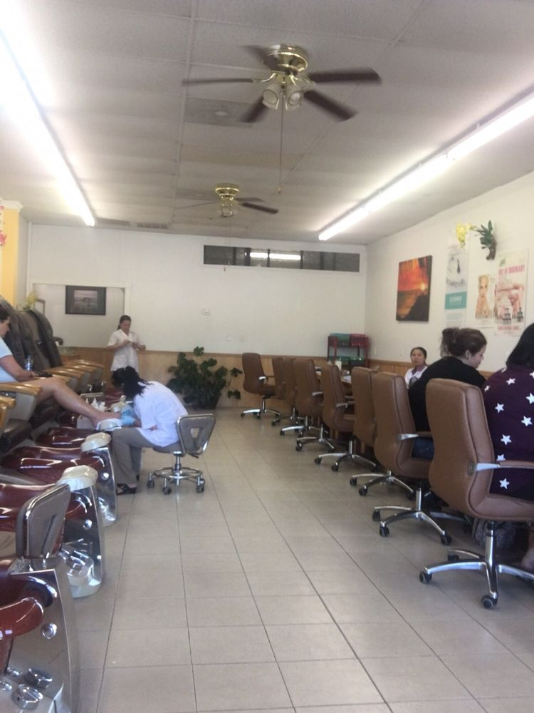 Finest Nail & Tanning Salon: 868 Highway 129 S, Cleveland, GA