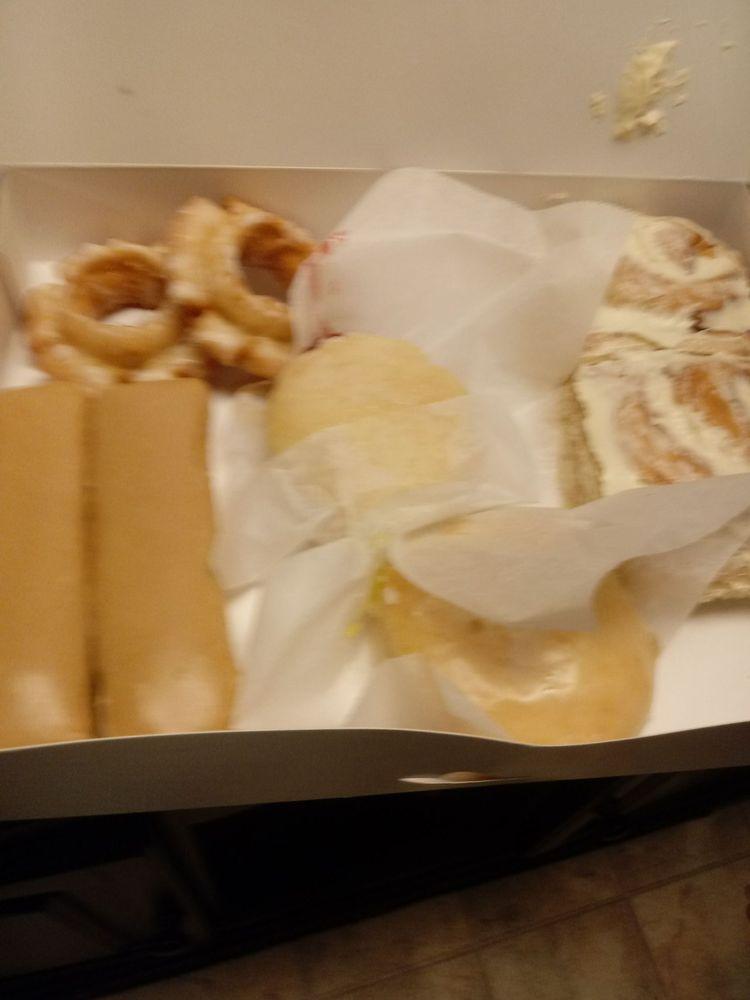 Pastry Place Daylight Donuts: 1500 E 61st St N, Park City, KS