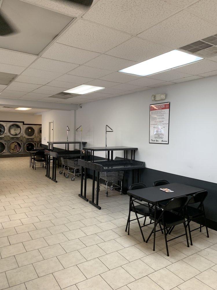 Chester Plaza Laundromat: 69 Brookside Ave, Chester, NY