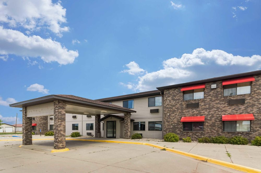Econo Lodge: 650 US Hwy 75, Ortonville, MN