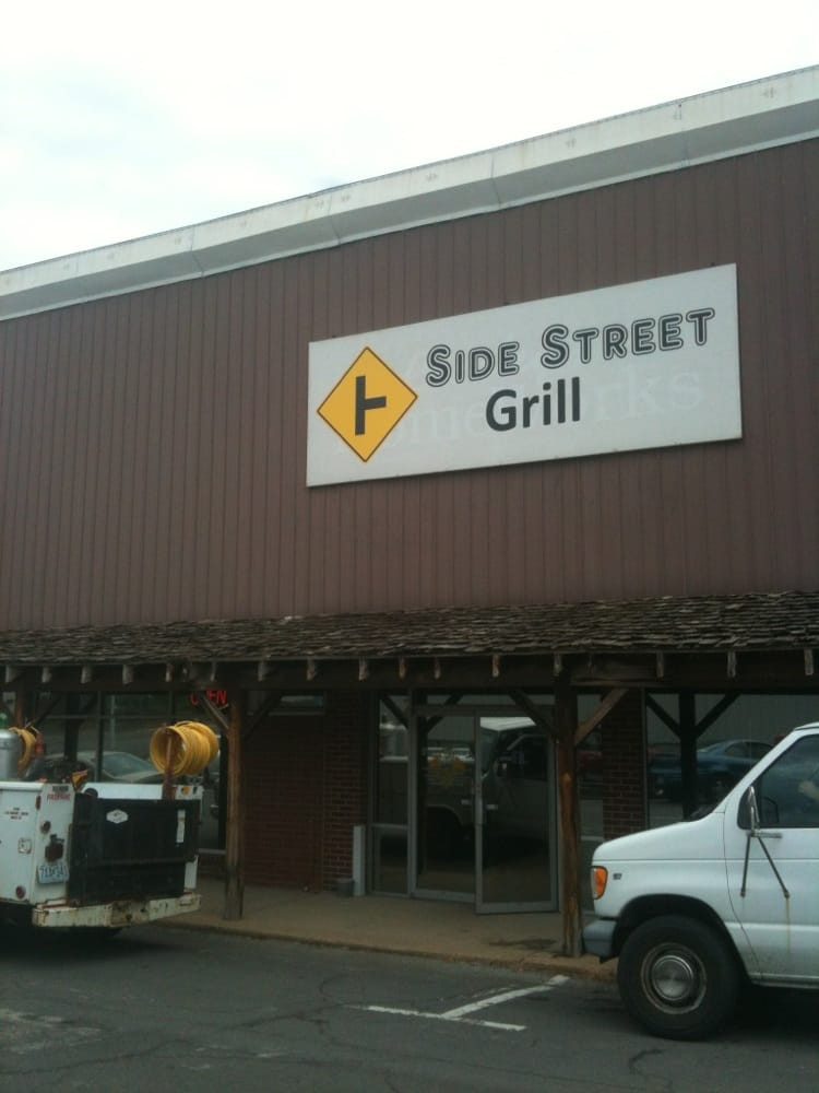 Side Street Grill: 200-298 S 1st St, Houston, MO