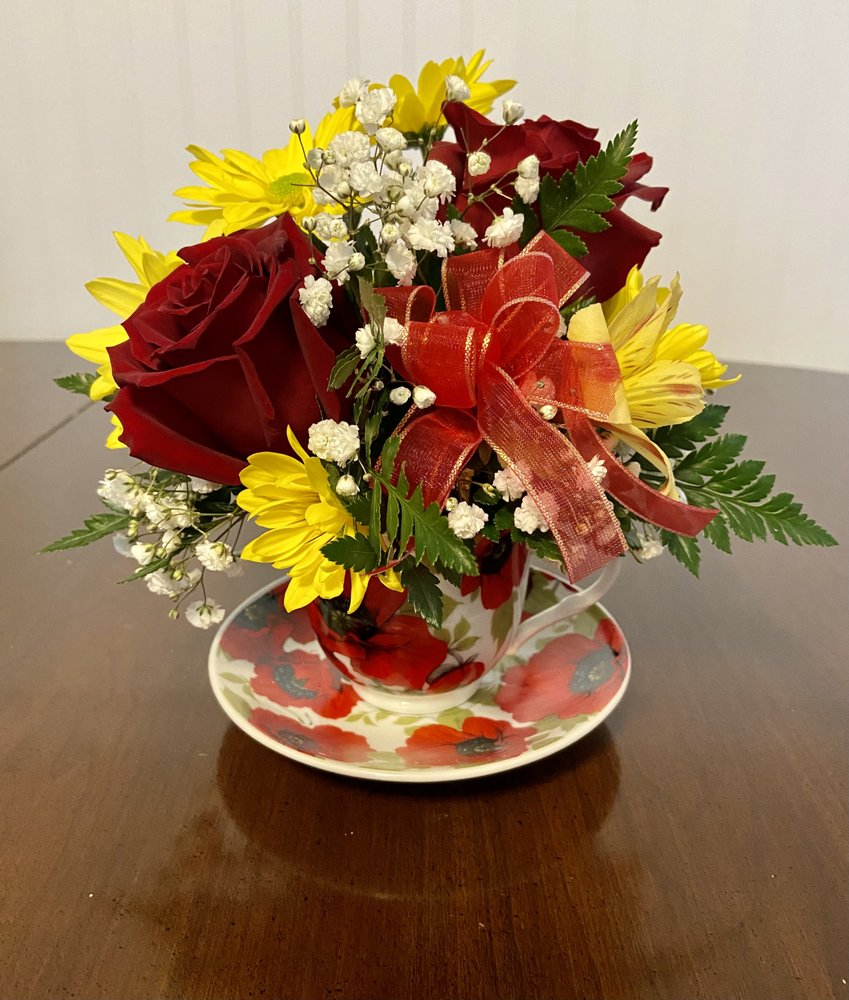 Flower Studio by Carrie Sabers: 13125 Broadway, Alden, NY
