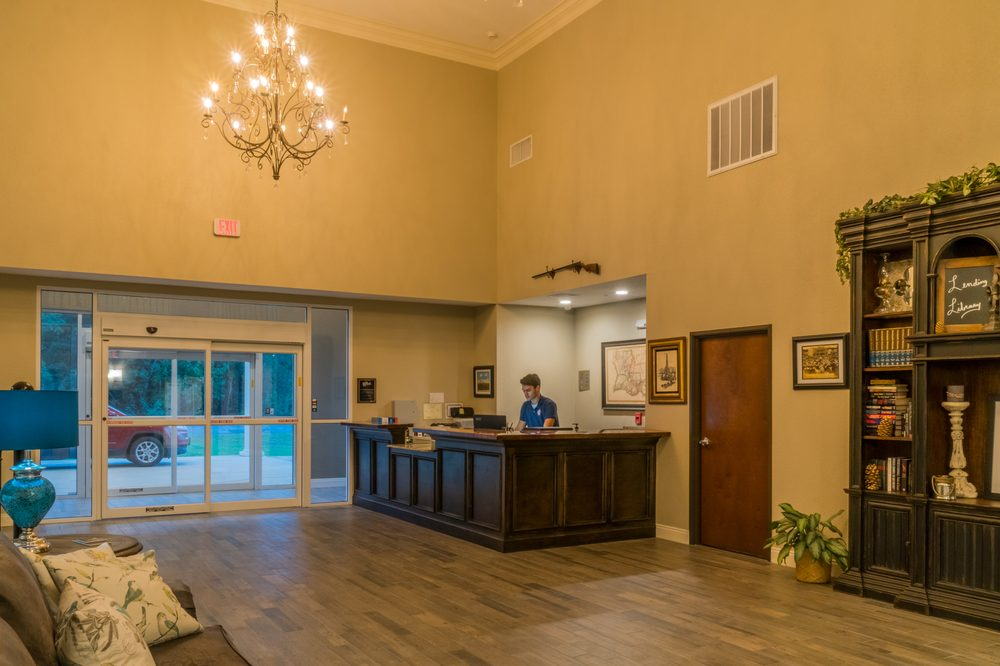 Heritage Place Hotel and Suites: 1028 E 4th St, Dequincy, LA