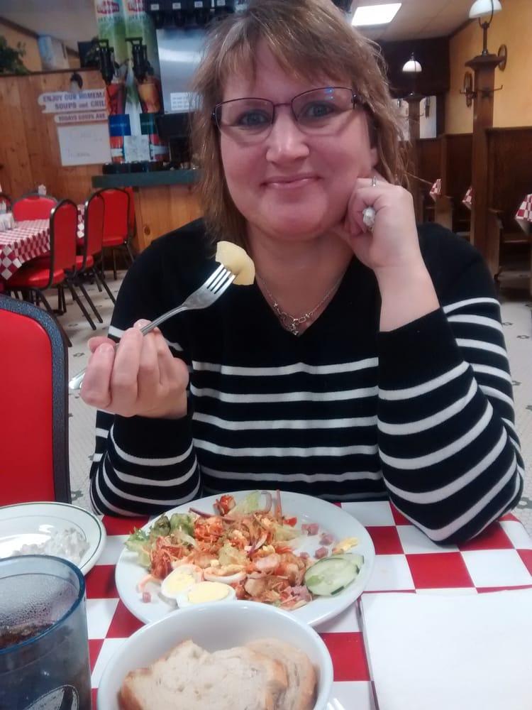 Bambino's Italian Eatery: 109 W Wisconsin Ave, Tomahawk, WI