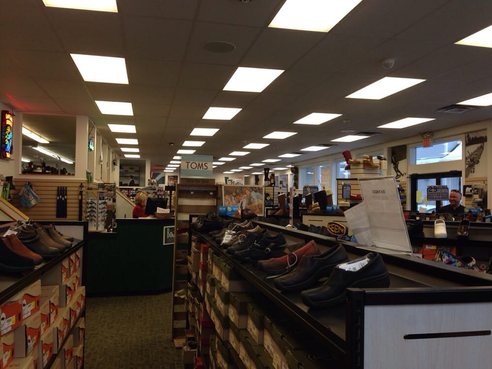 Bootlegger's Footwear Centers: 1623 White Mtn Hwy, North Conway, NH