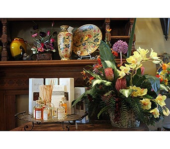 Pondelek's Florist & Gifts: 202 Main St, Hellertown, PA