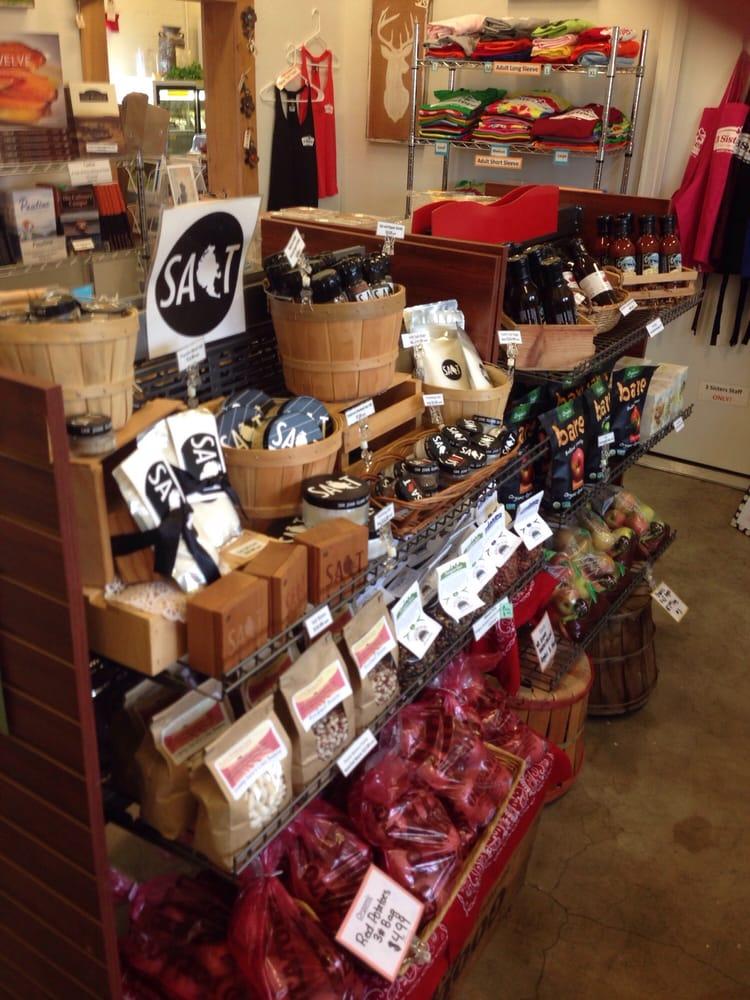 3 Sisters Market: 779 Holbrook Rd, Coupeville, WA