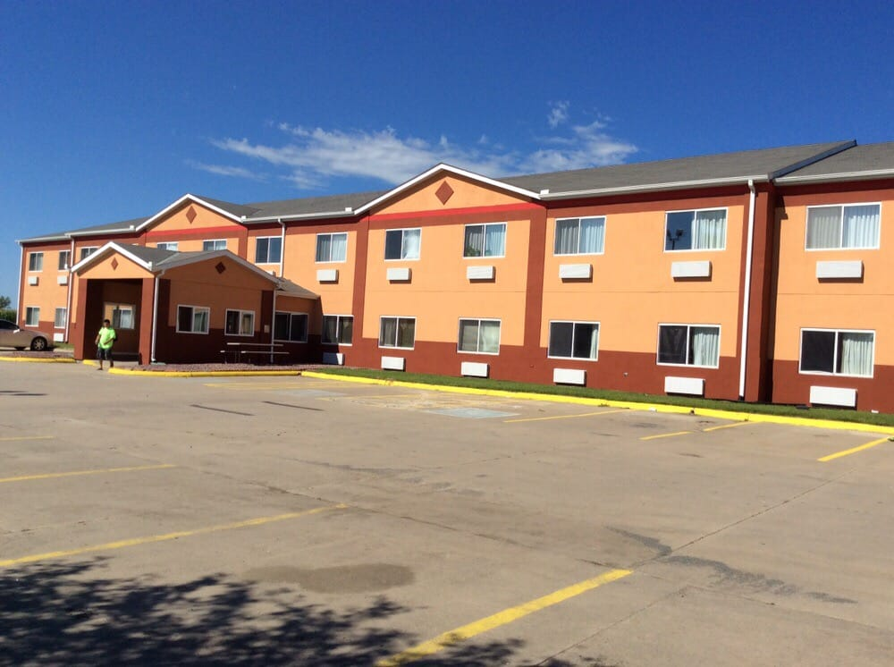 Winnavegas Inn: 1862 Highway 141, Sloan, IA