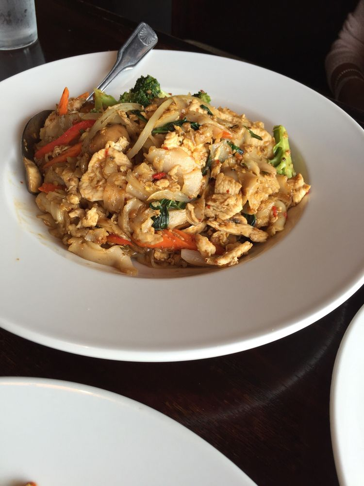 Pad kee mao with chicken yelp for 24 star thai cuisine