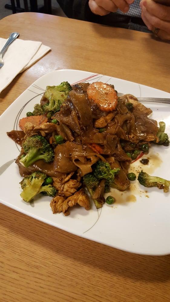 Aroy thai cuisine 26 photos 69 reviews thai for Aroy thai cuisine portland