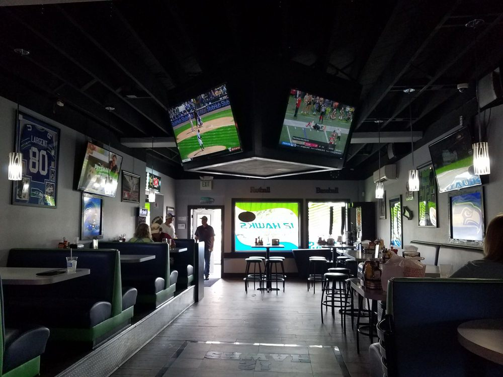 12 Hawks Sports Bar and Grill: 140 W Division Ave, Ephrata, WA