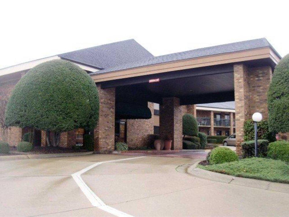 Quality Inn & Suites: 3204 E Race Ave, Searcy, AR