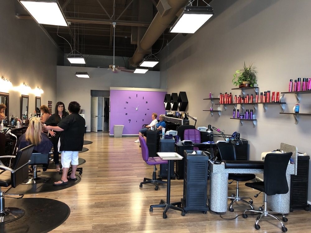Headz Up Hair and Nails Salon: 2173 N 2000th W, Clearfield, UT